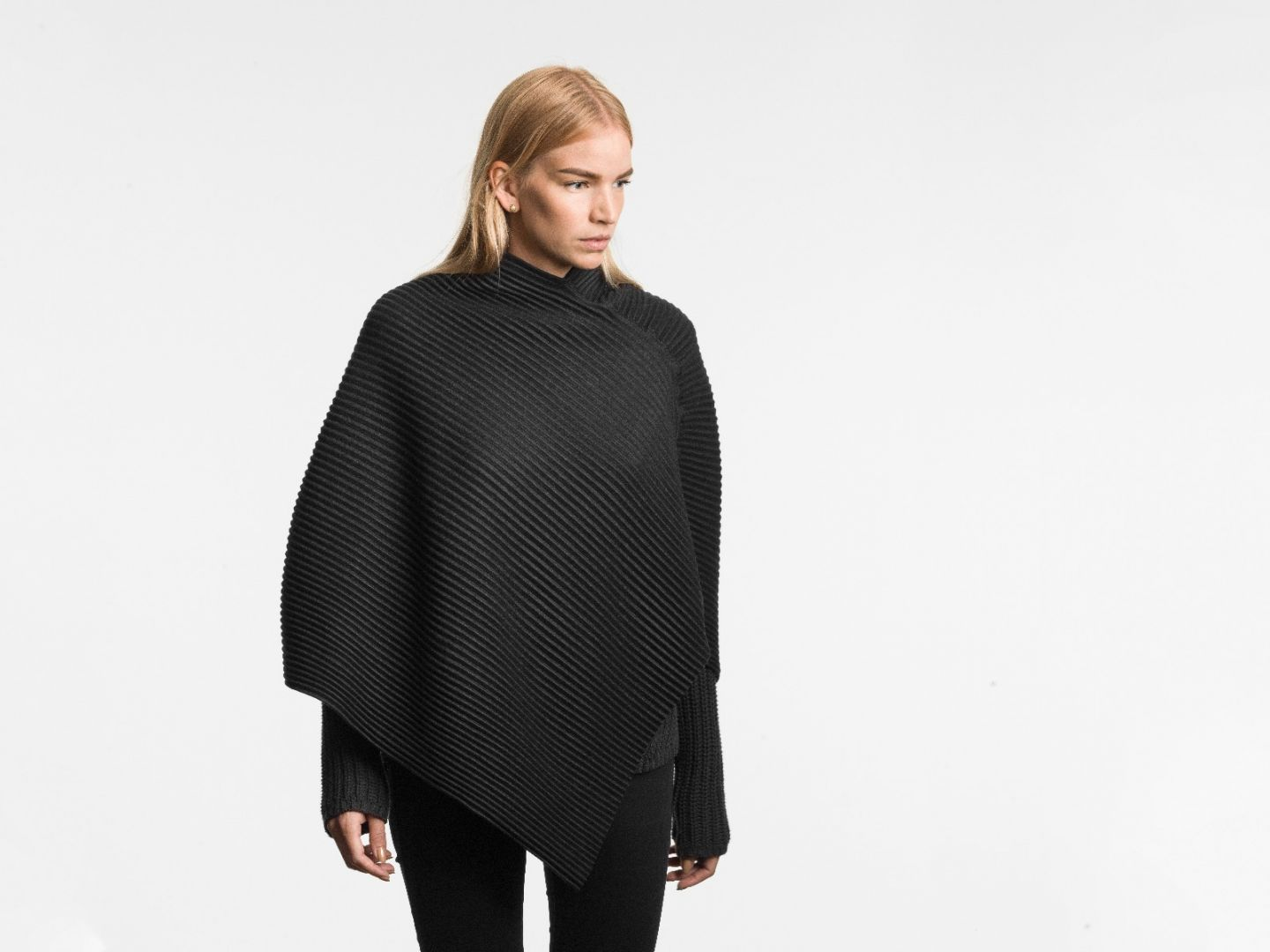 Pleece Poncho short Black