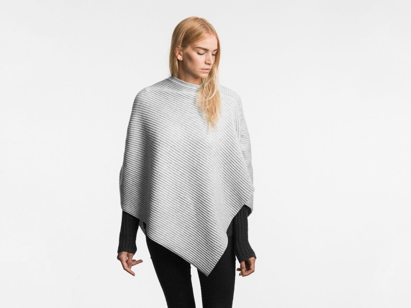 Pleece Poncho short Light grey