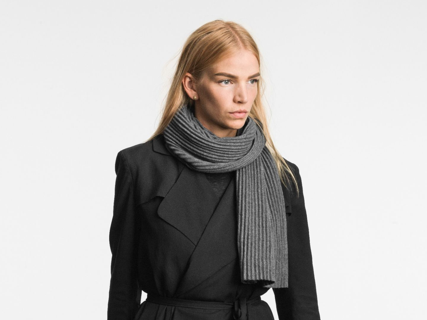 Pleece Short scarf Dark grey