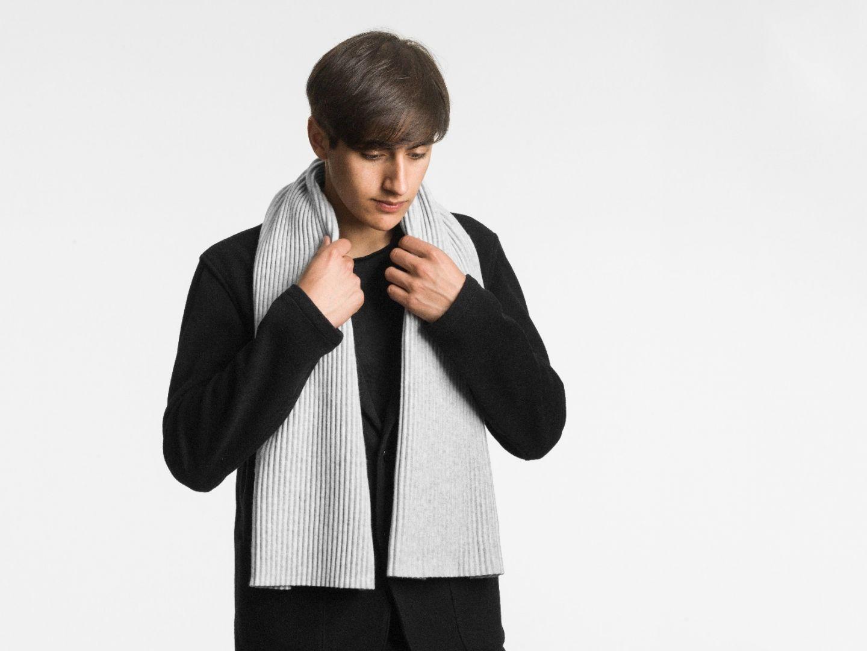 Pleece Short scarf Light grey