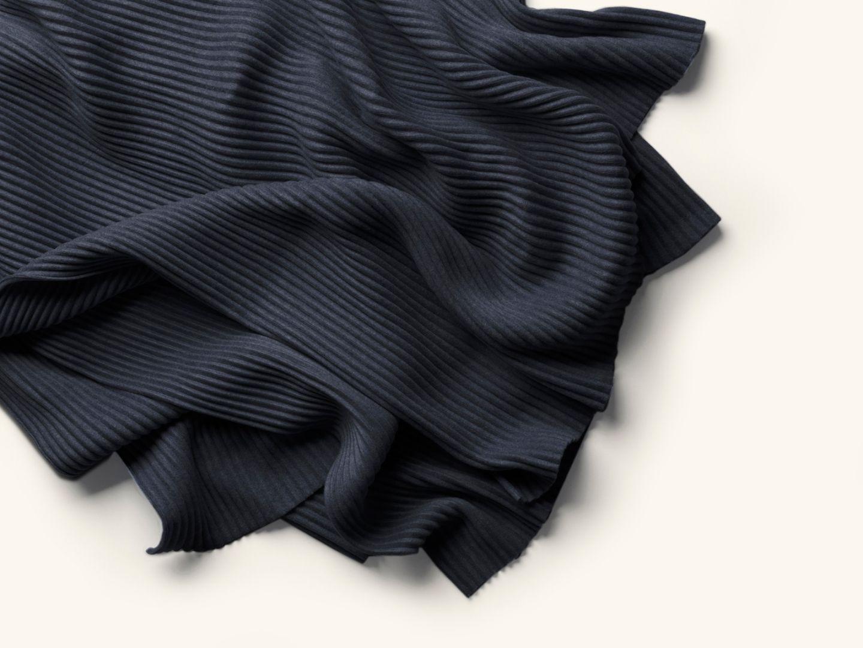 Pleece Thow Black